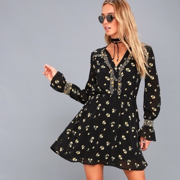 Lulu's Dresses & Skirts - Lulu's Floral Mini Dress